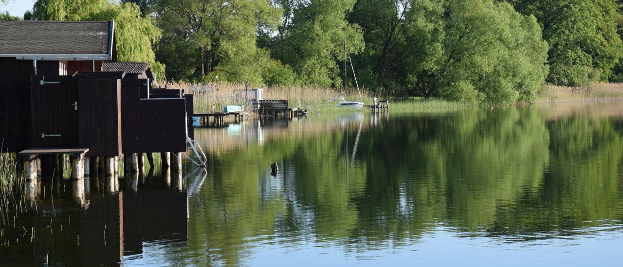 Schaalsee mit Blick auf die Bootshäuser